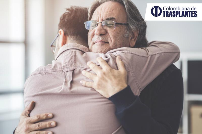 Acompañamiento de familia y amigos durante trasplante de órganos