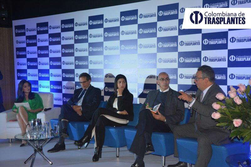 Panel de debate sobre la calidad de la salud.