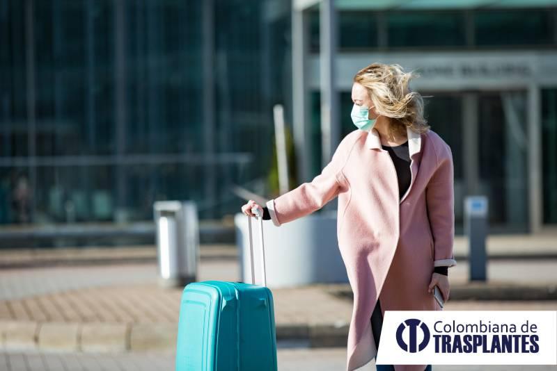 mujer a punto de viajar